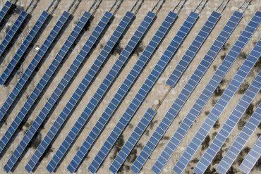 """""""La nueva reina de los suministros eléctricos"""": la Agencia Internacional de Energía ha dicho que la energía solar tiene el precio más bajo de la historia"""