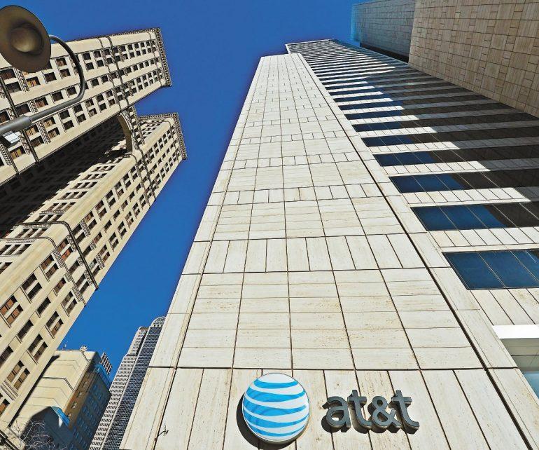 Ante alza en precio, AT&T devuelve espectro