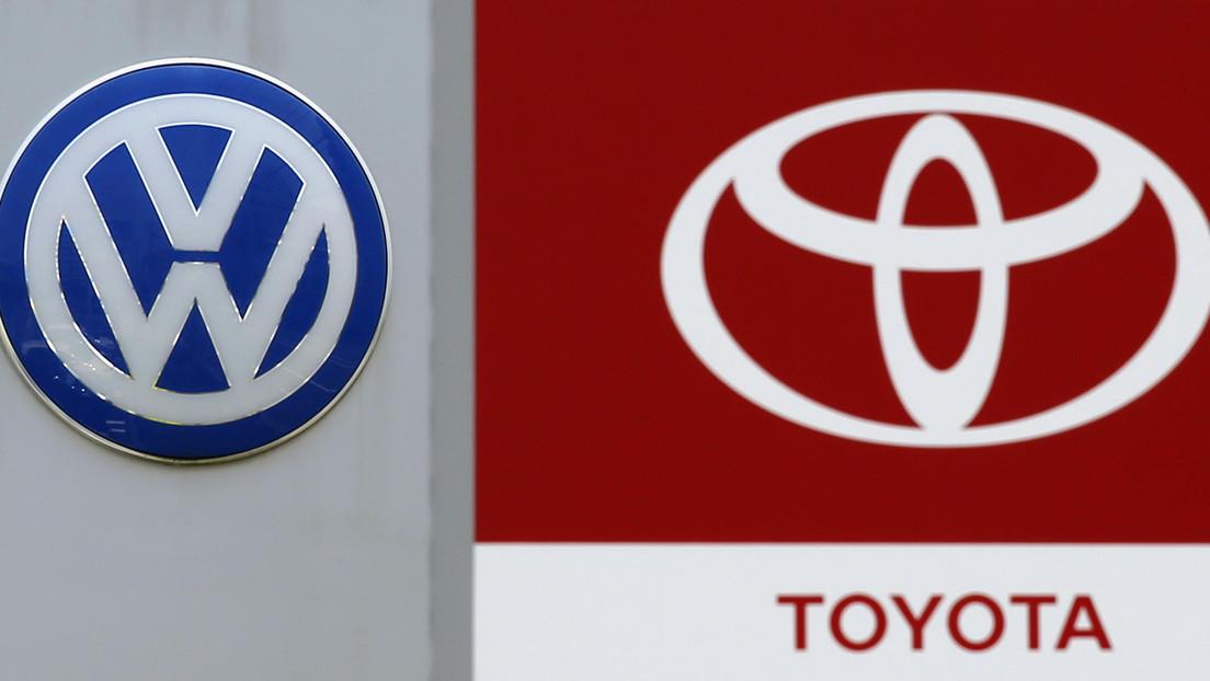 Volkswagen y Toyota aceleran para desafiar el mercado de autos eléctricos, dominado por Tesla