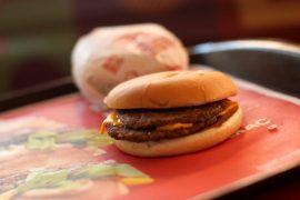 Burger King pide McDonald's en apoyo de la epidemia