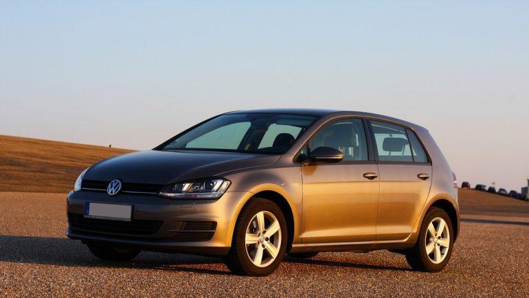 Ponen a la venta un Volkswagen con dos curiosos elementos: el velocímetro y el tacómetro los 'maneja' Hitler (FOTO)